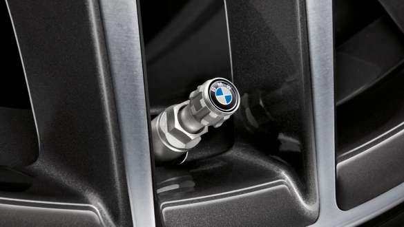 Capace supape cu logo BMW.